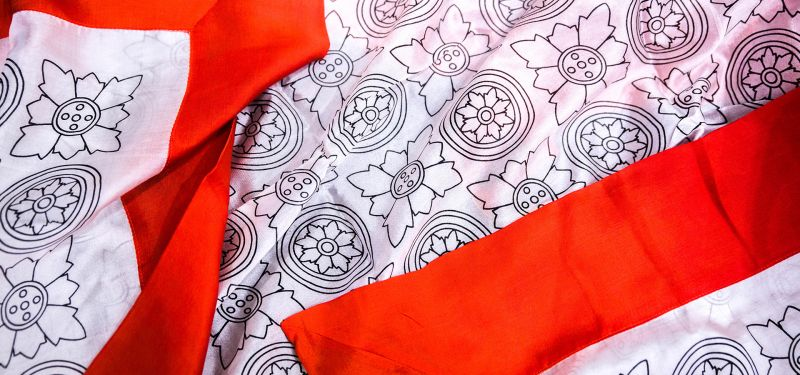 VIDEO - 6 ways to wear a silk scarf by Artisans Angkor